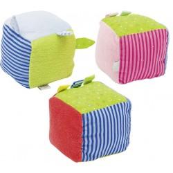 Cubes en tissu avec grelots